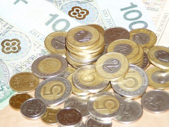Polak zarabia średnio 3808,63 zł