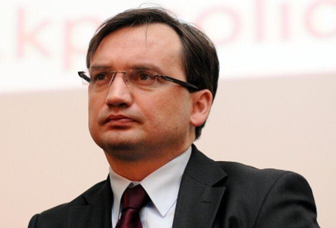 Ziobro: Straty po szczycie to koszt 800 tys. mercedes�w. Kopacz przed Trybuna�