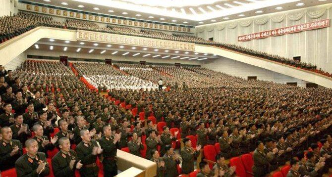 Przy okazji dymisji Ri Jong Ho Kim Dzong Un został marszałkiem armii (fot. EPA/KCNA/PAP)