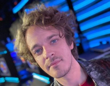 """Piotr Gawron-Jedlikowski doznał kontuzji w programie """"Twoja twarz brzmi znajomo""""."""