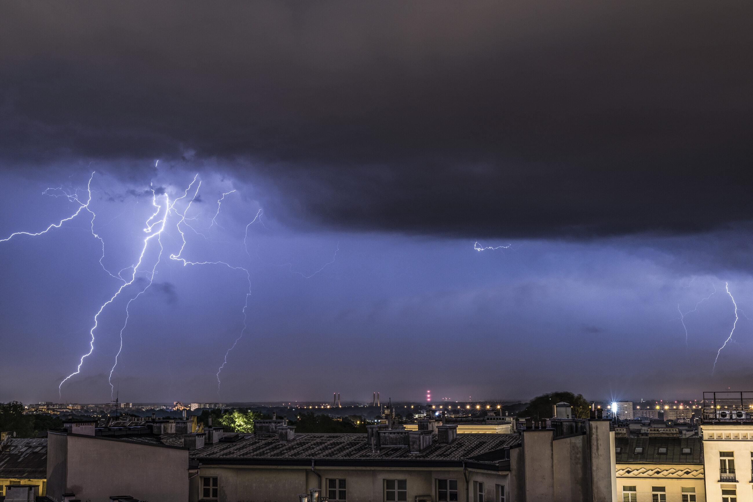 Burze w niedzielę 9 sierpnia. Gdzie jest burza? Ostrzeżenia IMGW